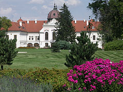 The recently renewed park of the Grassalkovich Palace of Gödöllő (also known as the Royal Palace) - Gödöllő, 헝가리