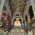 Cathedral of Pécs, sanctuary with the columned ciborium altar, in natural light - Pécs, 헝가리