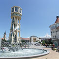 The fountain and the Water Tower on an extra wide angle photo - Siófok, 헝가리